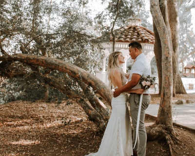 Blog Post on Wedding Trends 2020 - Couple in Love